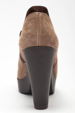 Фото туфель женских из светлой замши